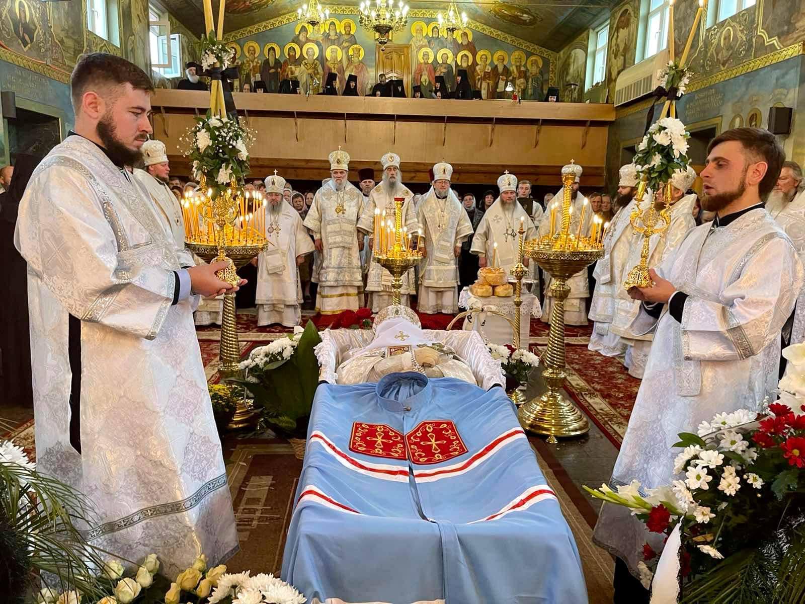 Погребіння спочилого митрополита Рівненського Варфоломія